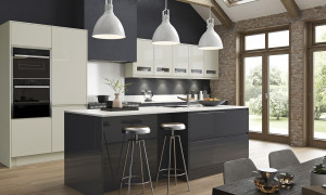 Strada Gloss in Graphite with Porcelain